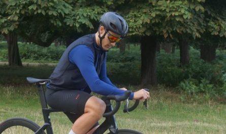El kit de ciclismo reversible Invani le ofrece dos opciones de color por el precio de uno