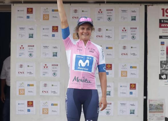 La primera victoria de Leah Thomas para Movistar en el Tour de l'Ardeche ha «merecido la pena»