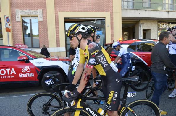 La colisión no es suficiente para evitar que Olav Kooij corra hacia el podio en el Gran Piemonte